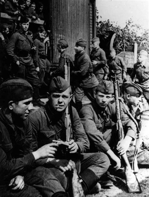 列宁格勒的男人、女人和孩子,1...