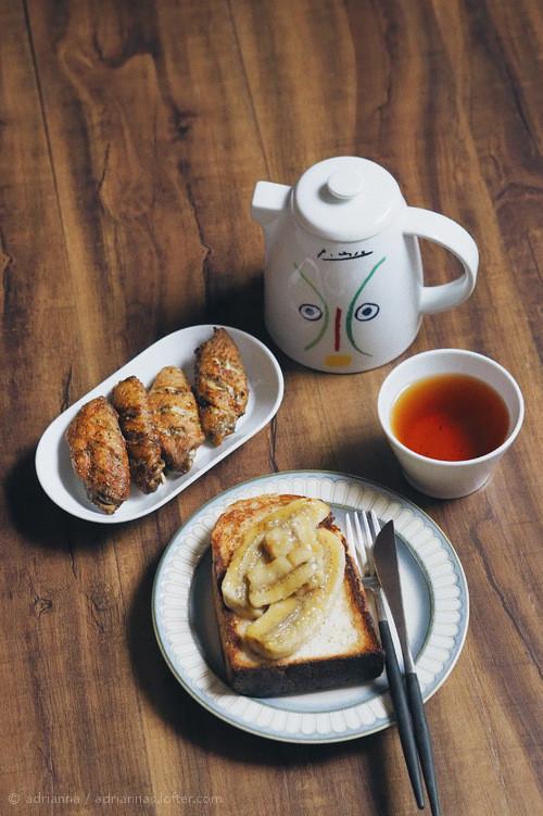 焦糖香蕉吐司 烤鸡翅 乌龙茶