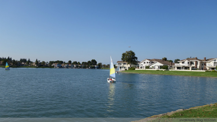木桥小区是尔湾最佳散步地点,漫步湖畔,水影摇曳﹐清风徐来,何不快哉 - irvinerealty - 【尔湾地产网易博客】, 卖屋买房万事通