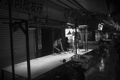 广州 龙导尾市场 雨夜